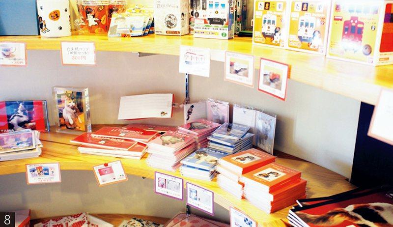 車站內的販賣店有眾多小玉紀念商品