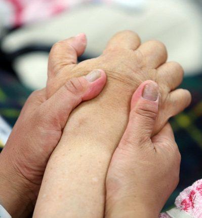 漸凍人家屬和照護要付出極大的愛心和耐心。 記者曾吉松/攝影