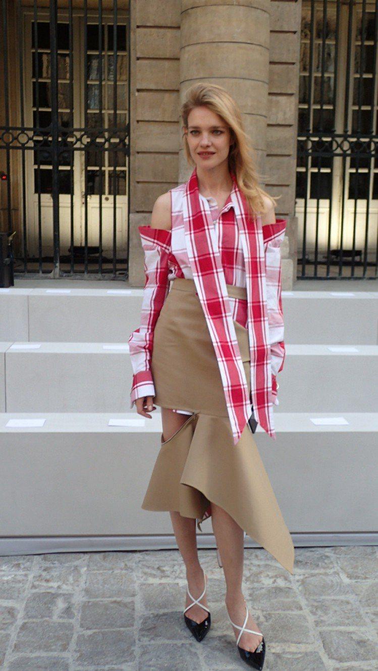 LVMH集團的少奶奶,同時也是前超模的Natalia Vodianova也以不對...