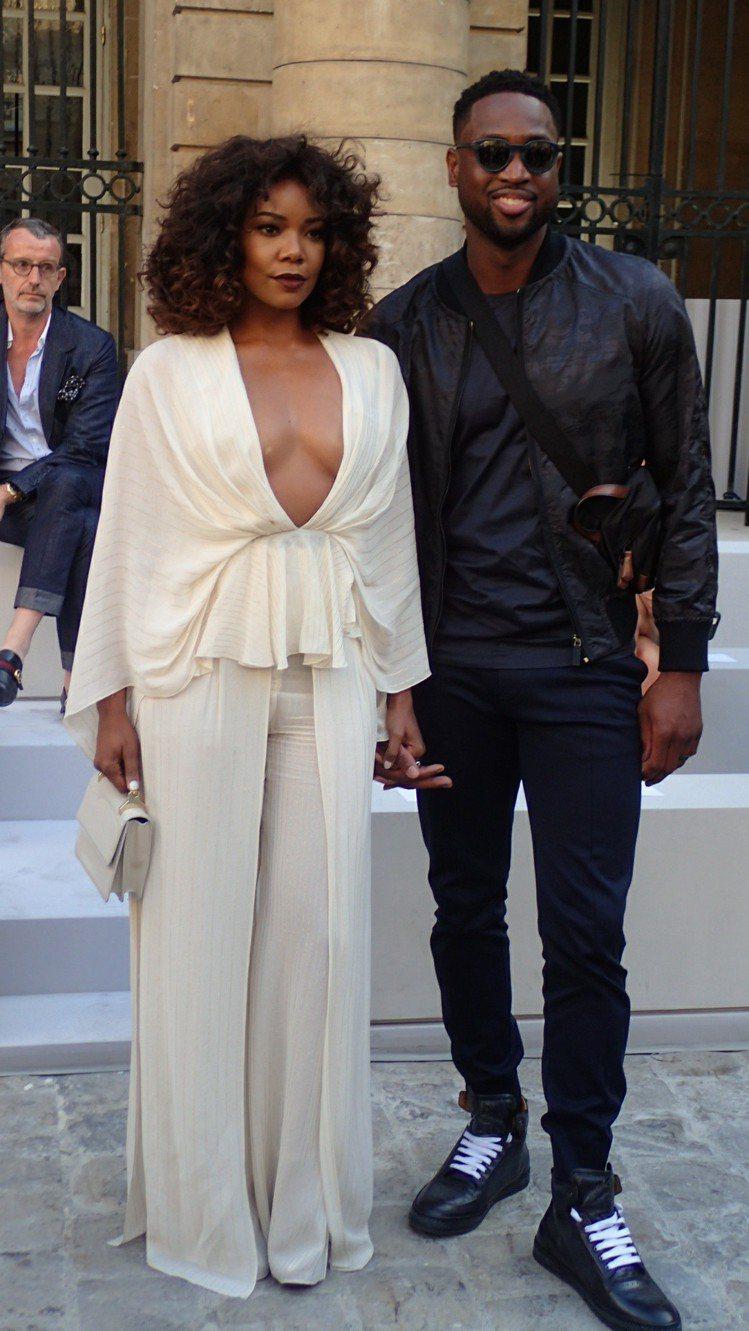 NBA球星Dwyane Wade帶著嬌妻一同出席Berluti 2018春夏服裝...