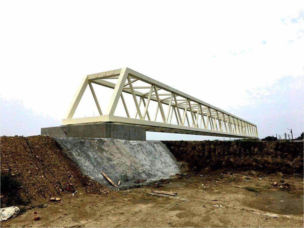 跨越三爺溪的鯽魚橋。圖/台南市政府水利局提供