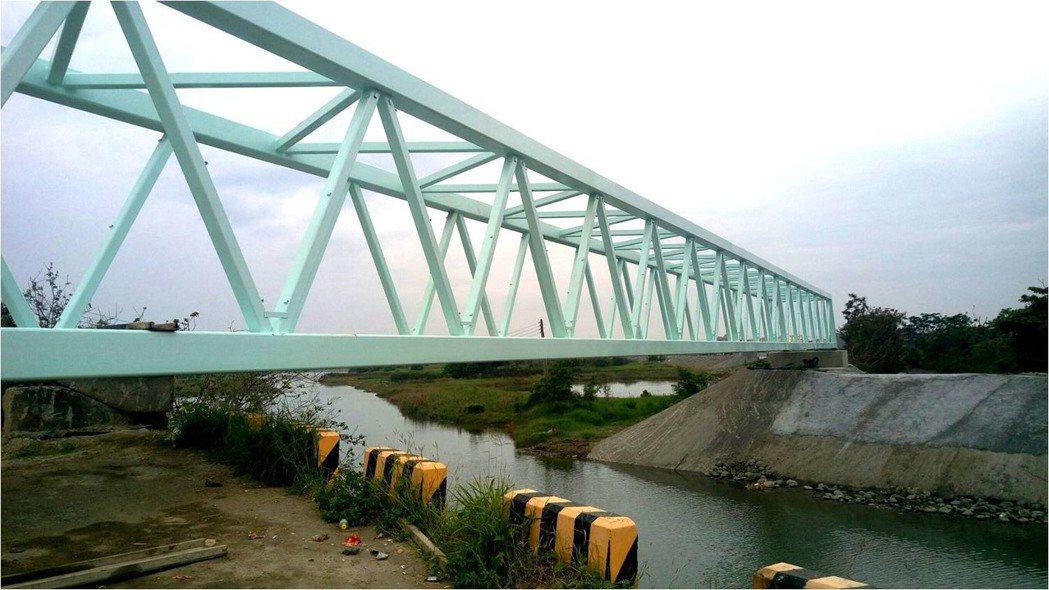 跨越大甲排水溪的梭魚橋。圖/台南市政府水利局提供