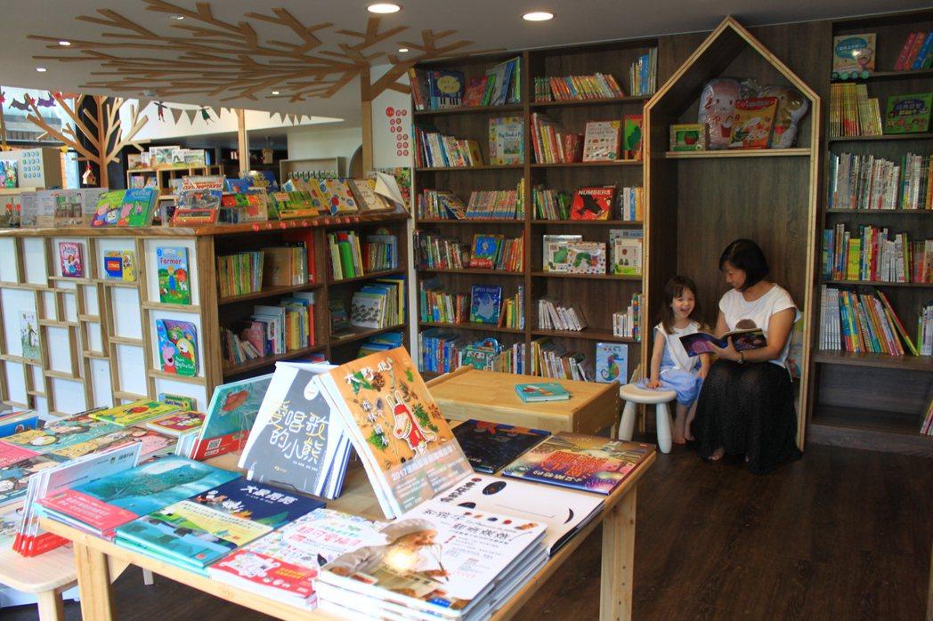 朵朵森林繪本屋店長張博雯完成母親開書店的願望,與英國夫婿共同設計帶有童話風味的繪...