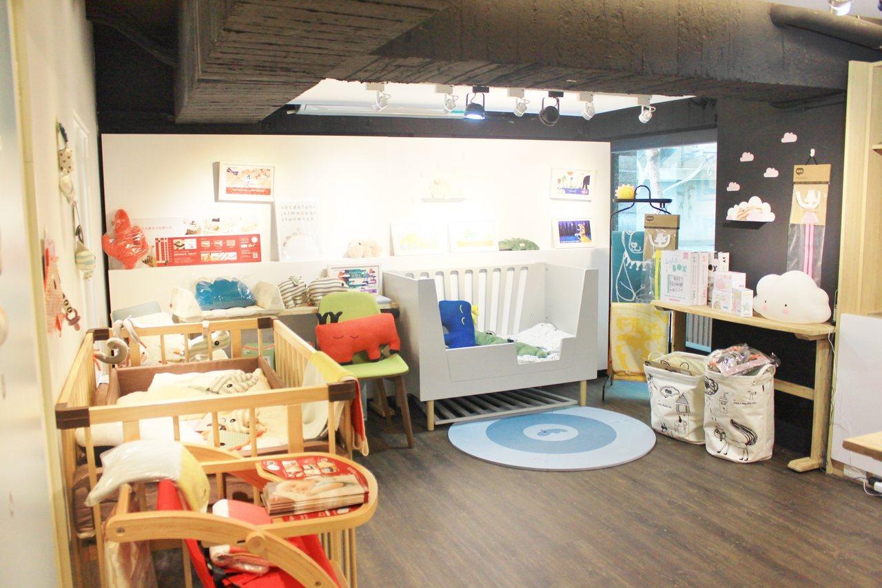 朵朵森林繪本屋,店內販售商品多元化,從衣服、幼兒用品、床、玩具等,以親子空間和讀...