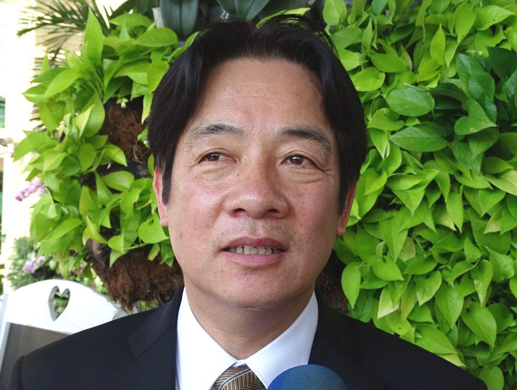 台南市長賴清德上午出席台南國際芒果節活動,進入會場針對美國行再度發表看法。記者謝...