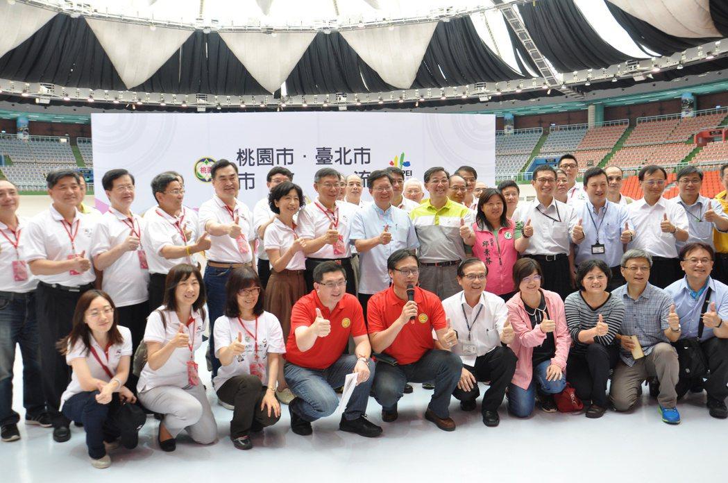台北市政府與桃園市政府今天進行市政交流,各局處主管都出席。記者張裕珍/攝影
