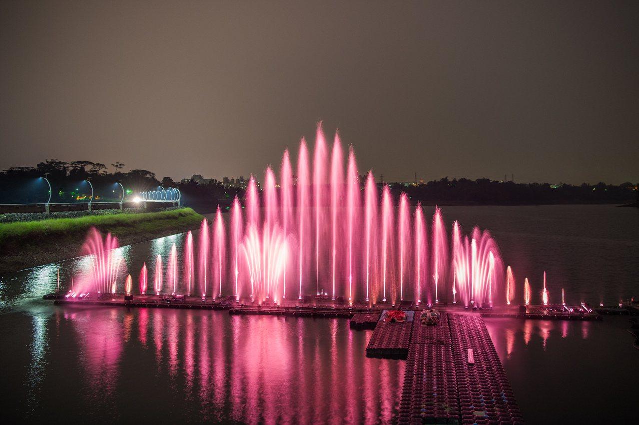 蘭潭水舞噴水高度可達50公尺,有35道水柱變化,並配上音樂。圖/嘉市府提供