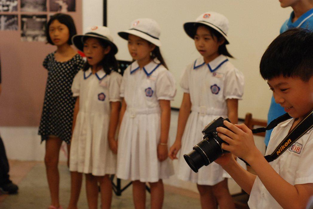 太平國小現今的女生制服從創校至今延續至今,不曾改變設計。記者吳思萍/攝影
