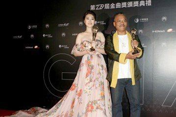 謝銘祐與曹雅雯分別獲得最佳台語男、女歌手獎。
