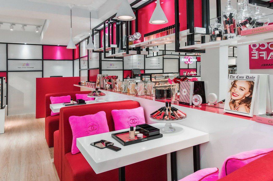 COCO CAFÉ布置以繽紛的COCO水晶糖光透唇釉為設計靈感。圖/CHANEL...