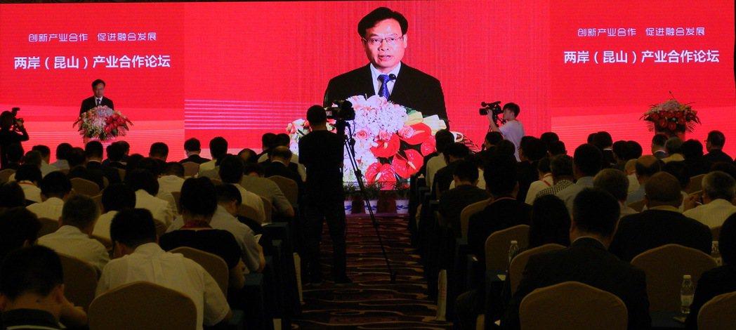 昆山市委書記姚林榮24日在兩岸產業合作論壇上表示,昆山將秉持親商、安商、富商的理...