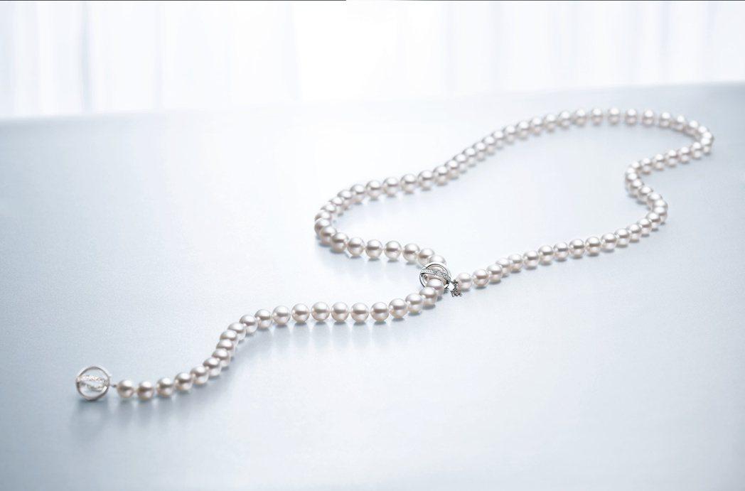 蕭敬騰配戴的MIKIMOTO 南洋真珠鑽石長鍊,92萬元。圖/MIKIMOTO提...