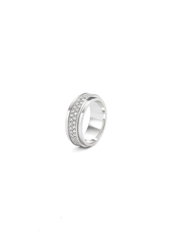 Erika配戴的Possession 18K白金鑲鑽指環,33萬6,000元起。...