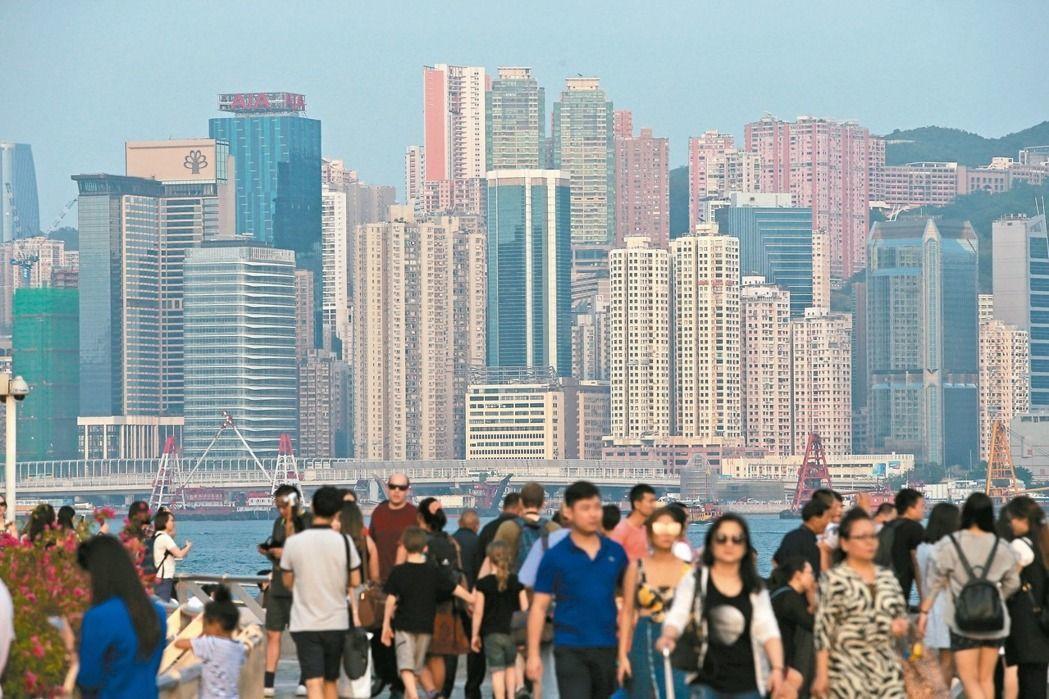 七月一日,香港回歸廿年,回首來時,美麗是否依舊?圖為維多利亞港。 聯合報系資料照...