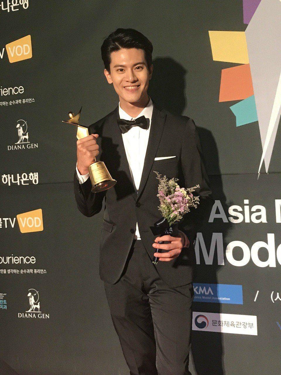 新人吳子浩獲得「亞洲模特兒大賞Asia Model Awards」模特兒之星獎。