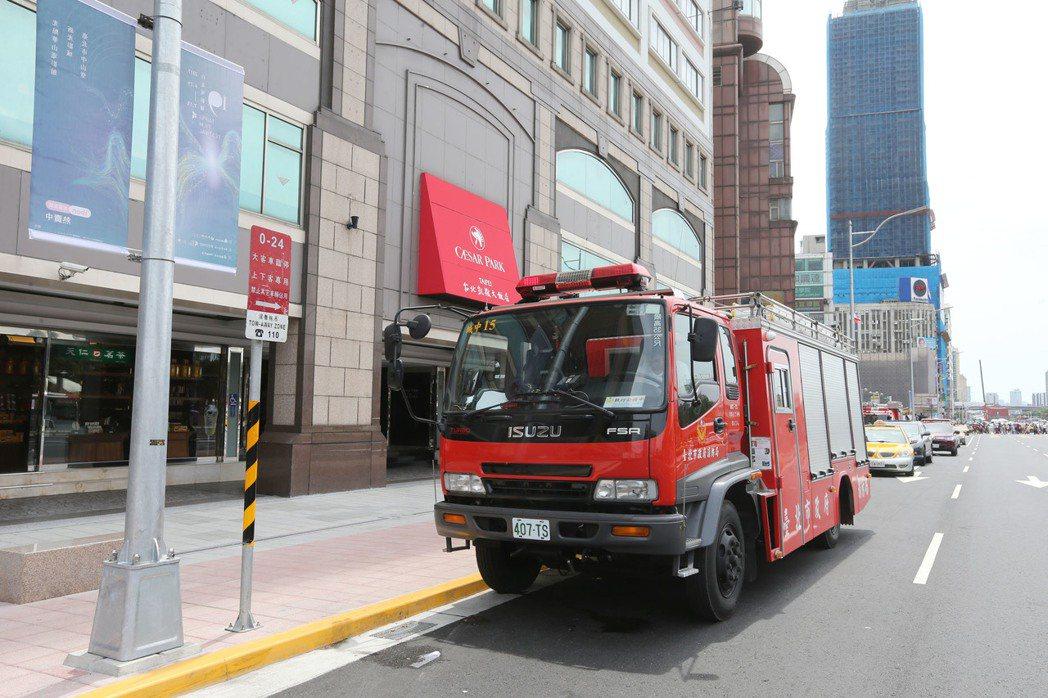 台北凱撒飯店25日中午驚傳火警,業者受訪時表示,初步瞭解是機房失火,導致5樓以下...
