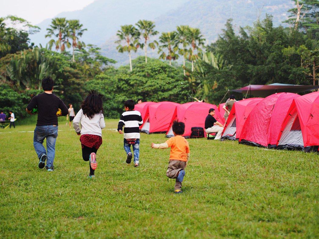 夏天來了,家長們會帶著孩子到戶外露營,享受親子關係。記者宋柏誼/攝影