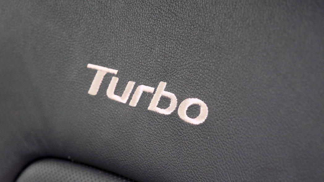 座椅專屬Turbo電繡。 記者史榮恩/攝影