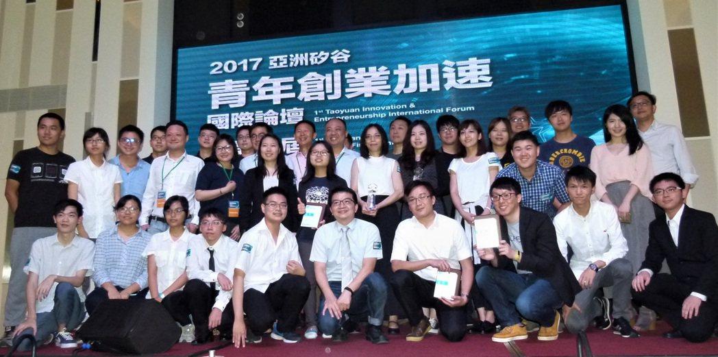 亞洲矽谷青年創業加速國際論壇暨第一屆桃園新創之星選拔決賽,15件入選作品的團隊在...