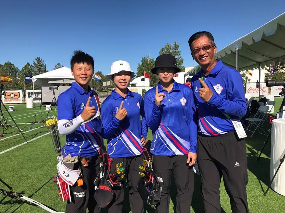 中華射箭隊闖反曲弓女團金牌戰,譚雅婷(左二)混雙、個人賽也晉級最終戰。 圖/...