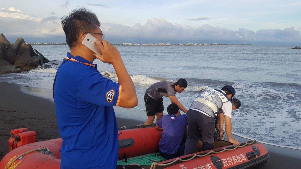男子出海海泳,疑似體力不支溺水,消防和海巡持續搜救中。圖/消防局提供