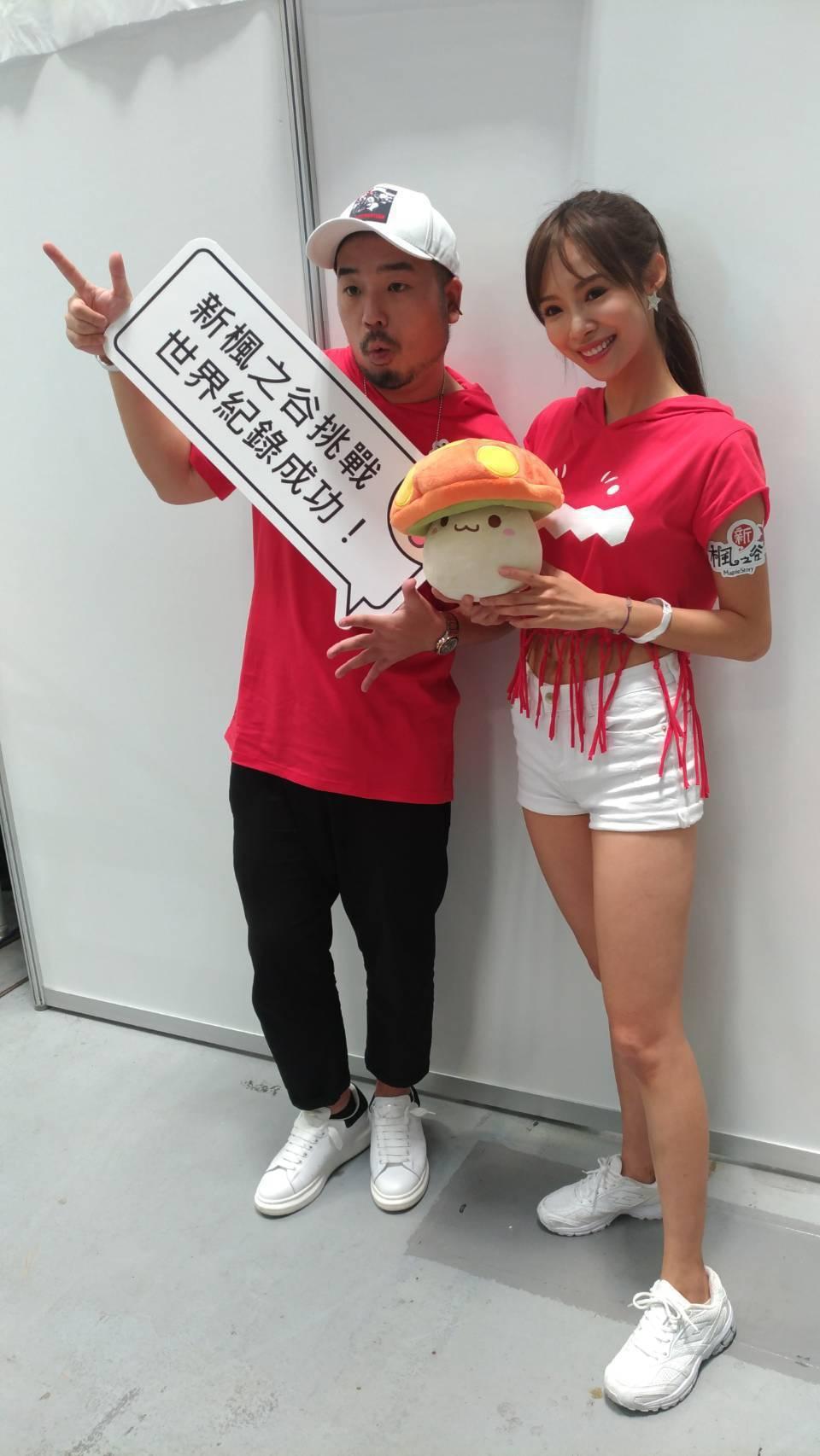 阿達和茵茵今天一起挑戰金氏世界紀錄。記者李姿瑩/攝影