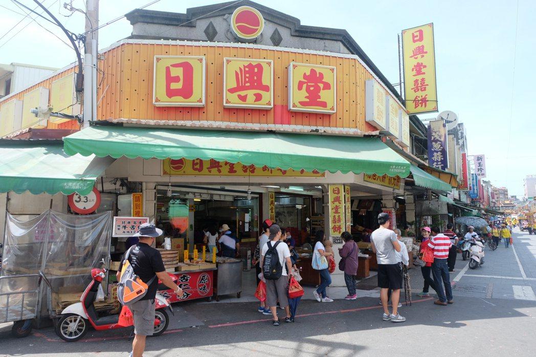 雲林縣北港鎮日興堂的業績未受網路造假影片影響,消費者仍上門購買。記者姜宜菁/攝影