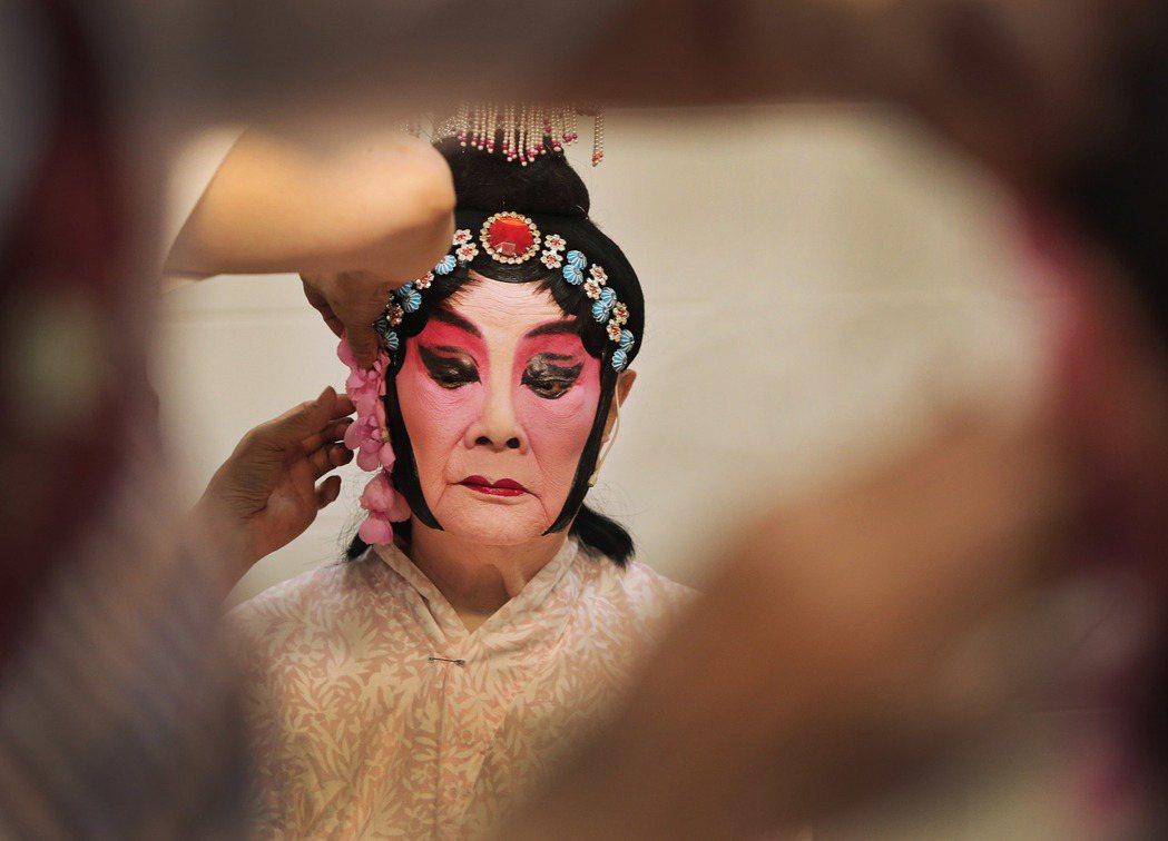 著名的京劇演員戴綺霞下午在台灣戲曲學院木柵演藝中心演出《觀音得道》,演出前戴綺霞...