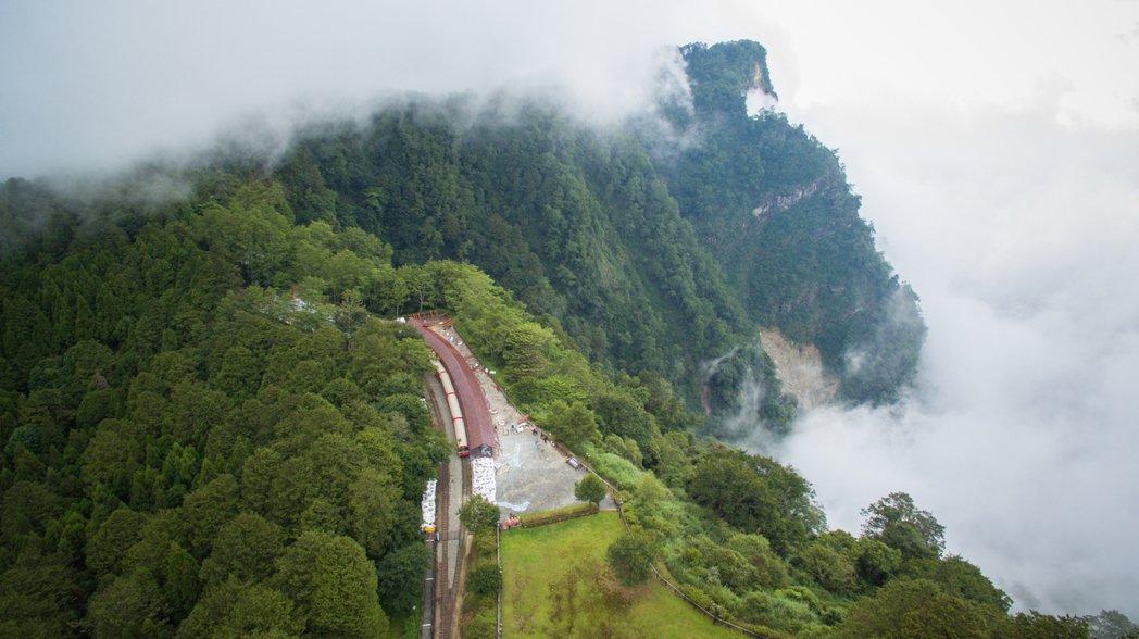 對高岳車站被稱為最神祕車站,以往森鐵每年才停一次(元旦日出活動),七月起每周進站...