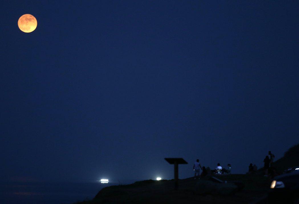 超級滿月。記者侯永全/攝影