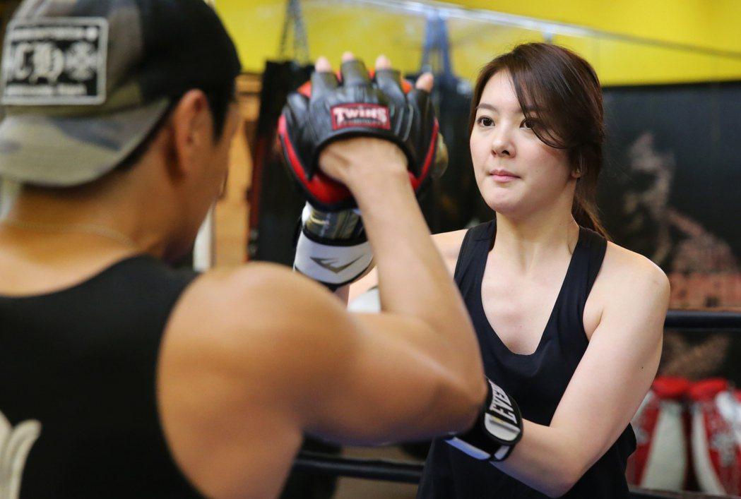 楊雅筑年紀輕輕,演藝資歷相當豐富,簽了新經紀公司的她,還學拳擊和騎馬,希望拓寬自...