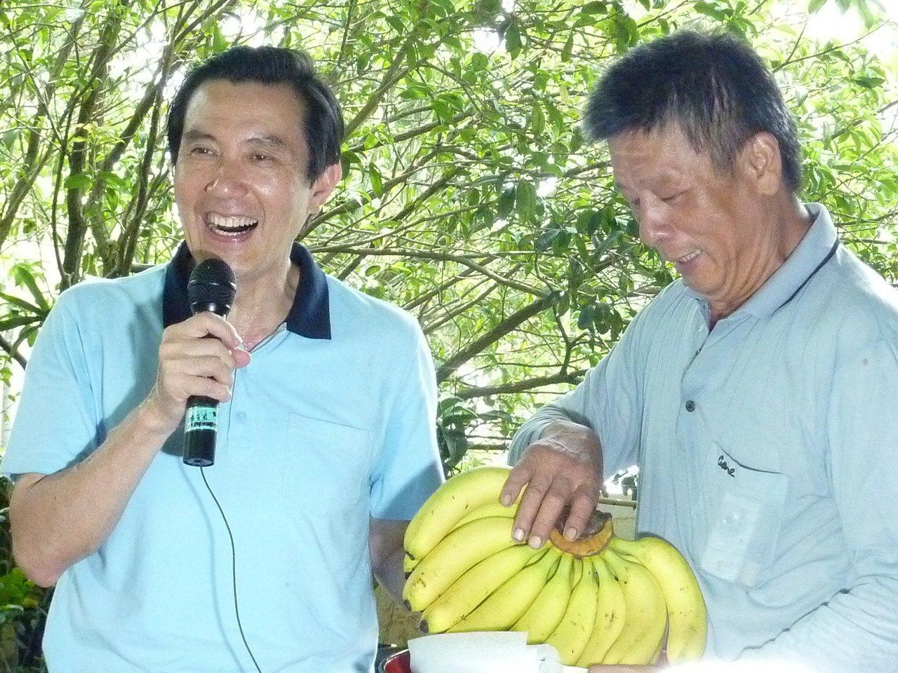 2011年馬英九到屏東訪蕉農,有農民抱怨香蕉價格低迷,回應說「怎麼沒有早點講?」...