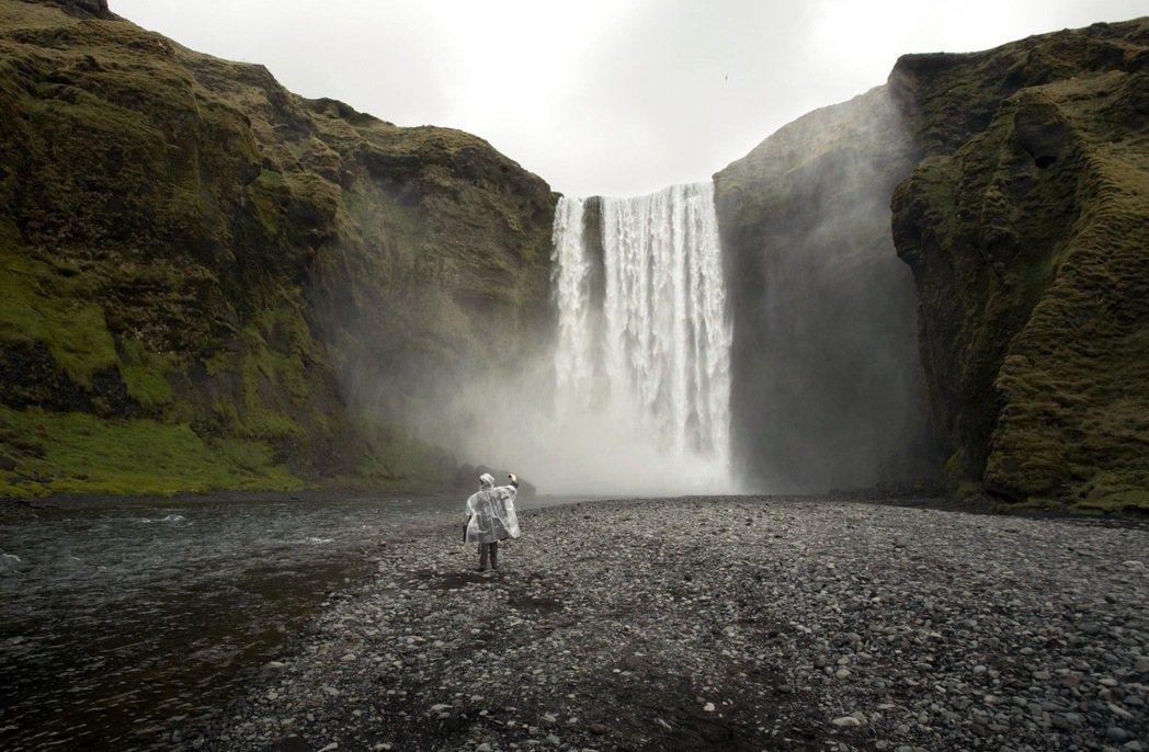 位於冰島南部的彩虹瀑布是《冰與火之歌:權力遊戲》拍攝地點之一。 路透資料照片