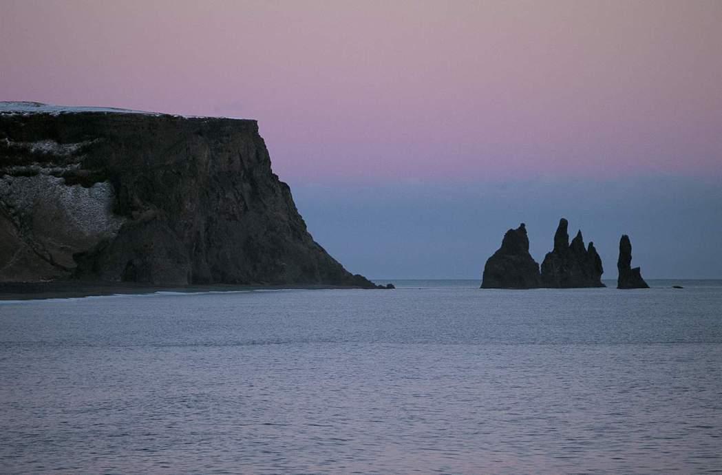 冰島南部的玄武岩柱也是《冰與火之歌:權力遊戲》影集取景地點之一。 美聯社資料照片