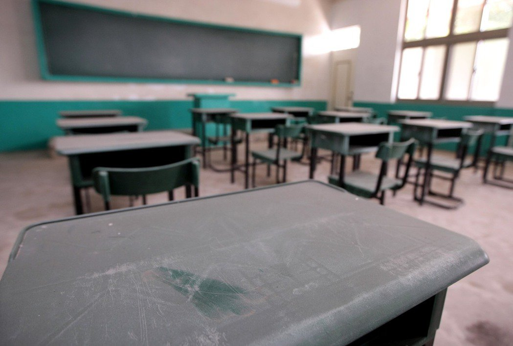 見到同學作了壞事,該不該冒著被排擠的風險告訴老師? 記者許正宏/攝影