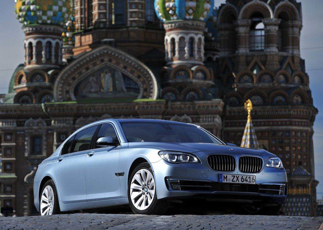 除了 M760 因機油洩漏問題外,北美 BMW 也因左尾燈組件瑕疵召修其他 92...