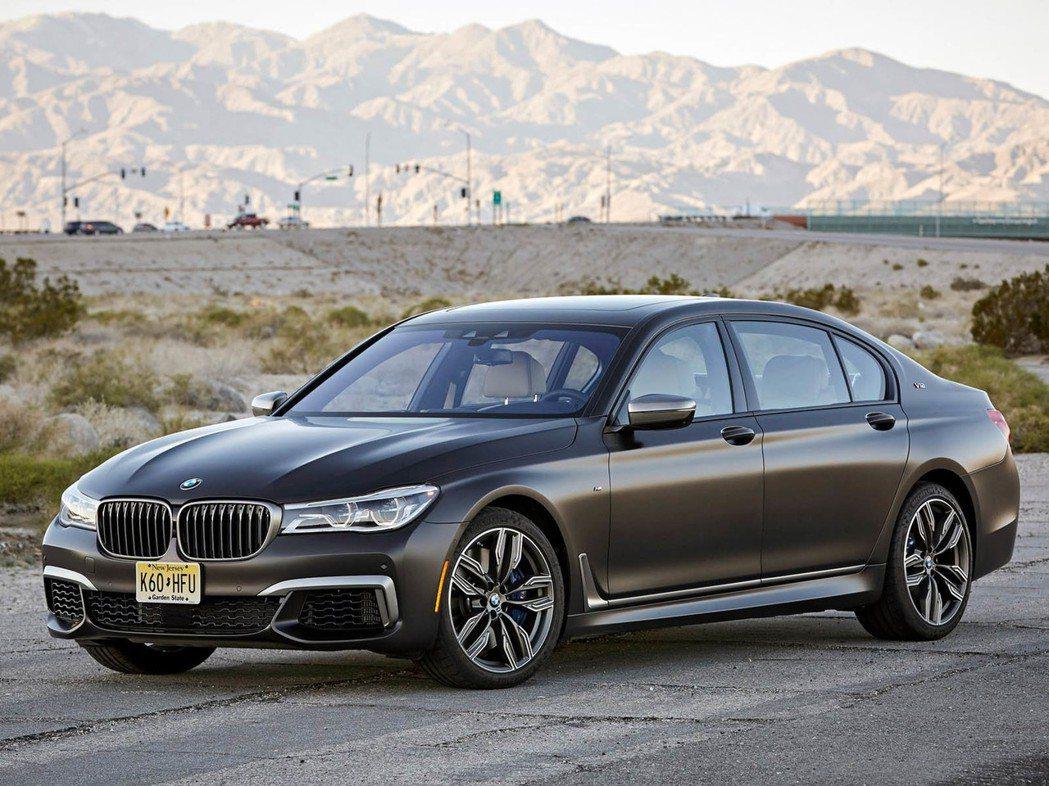 就在兩個月前,北美 BMW 才因漏油問題召修 M760 Li 車型,現在又因為同...