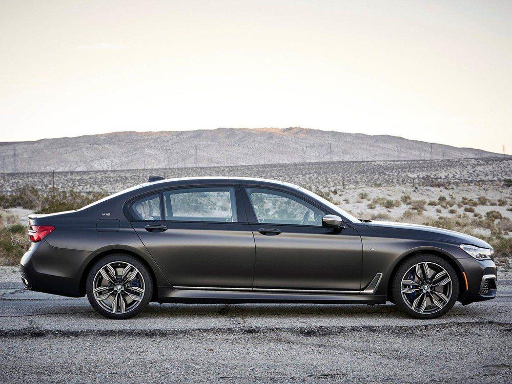 圖為 BMW M760Li xDrive 車型。 摘自 BMW