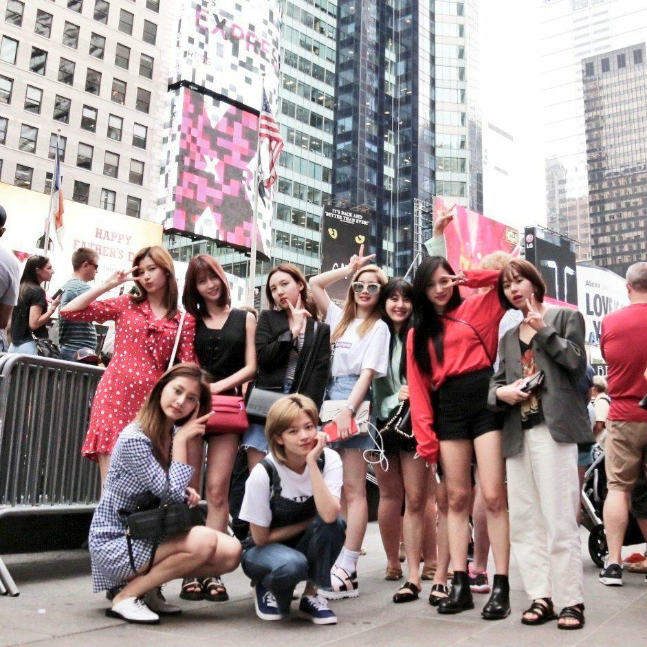 南韓人氣女團TWICE日前到美國紐約參加「KCON 2017 NY」演唱會。 圖...