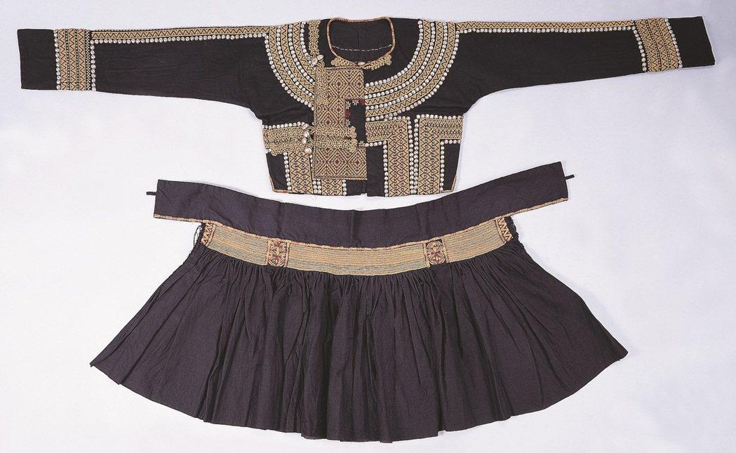 魯凱族男子服。不論是哪一族的男人,都必須透過穿在身上的服飾,來明確地表彰男性的身...