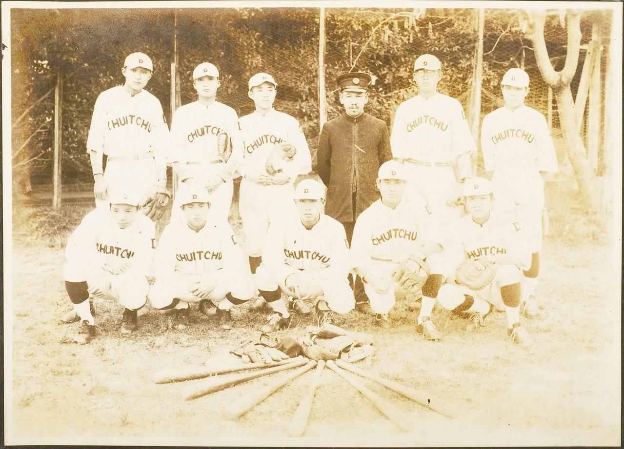 日治以來,運動成為表現男性特質及現代化的標準。本圖為日治時期臺中一中棒球隊。圖/...