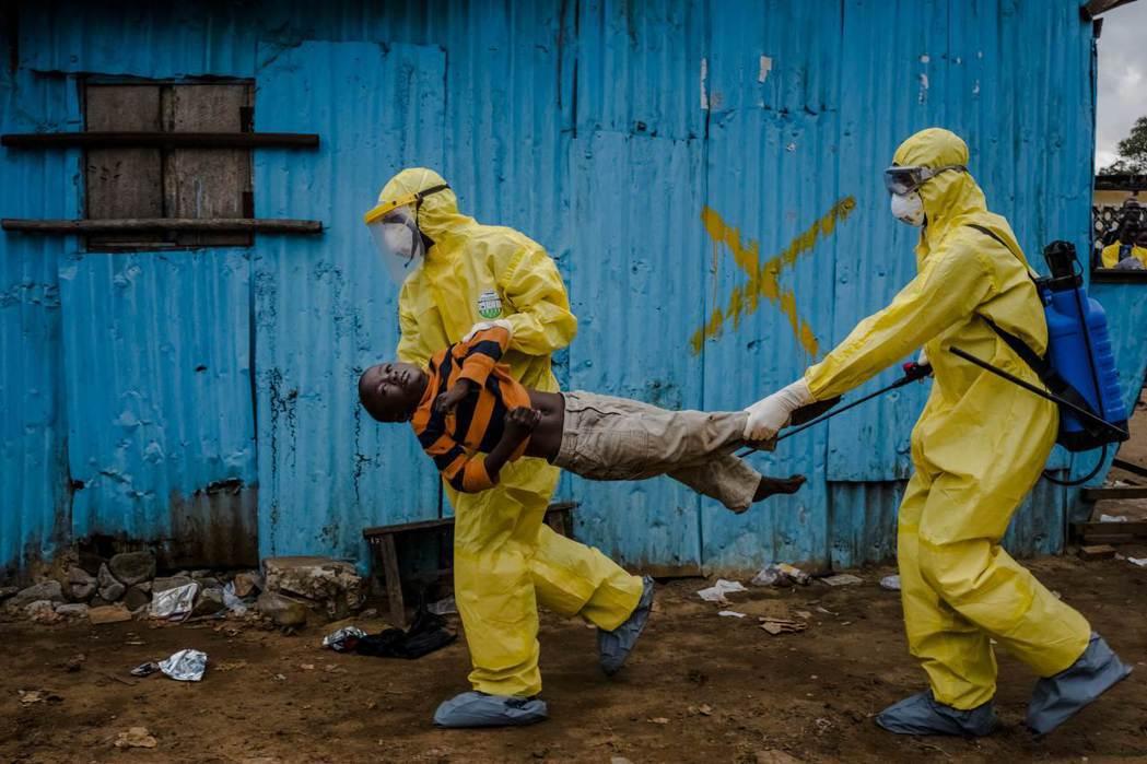 賴比瑞亞的伊波拉疫情:若非爆發全球性傳染性疾病的危機時刻,否則WHO對「先進國家...
