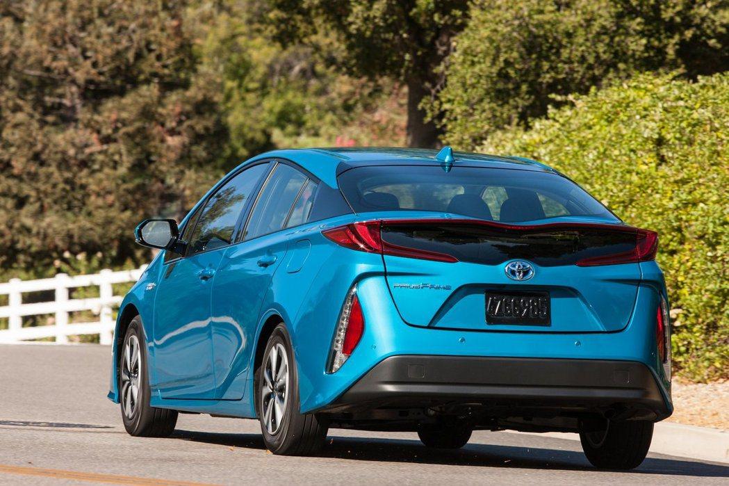柴油與油電混合系統結合後,可能會使生產成本過高,導致價格也跟著提高。 摘自Toy...