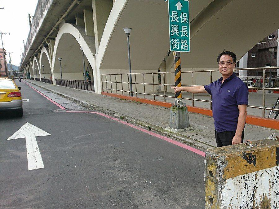 汐止長安國小前的長興街一段,預計七月一日起要改為單行道通行,請民眾遵循新的交通動...