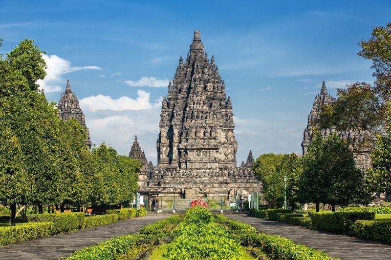 普蘭巴南獨特之處在於其高聳的尖頂建築、印度教建築的典型風格。