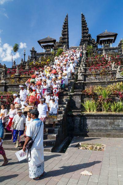 為了祭祀廟裡的每位神祇,每年會舉行至少70次的慶典活動。
