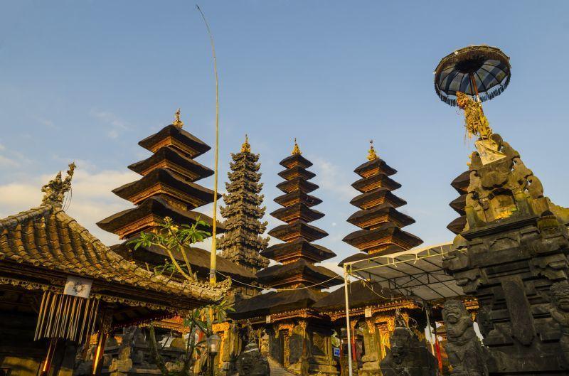 百沙基母廟由修建於同一等高線上的22座寺廟所組成。