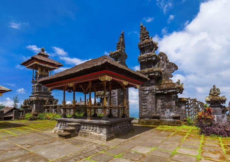 峇里島上有許多精美對稱的善惡門。