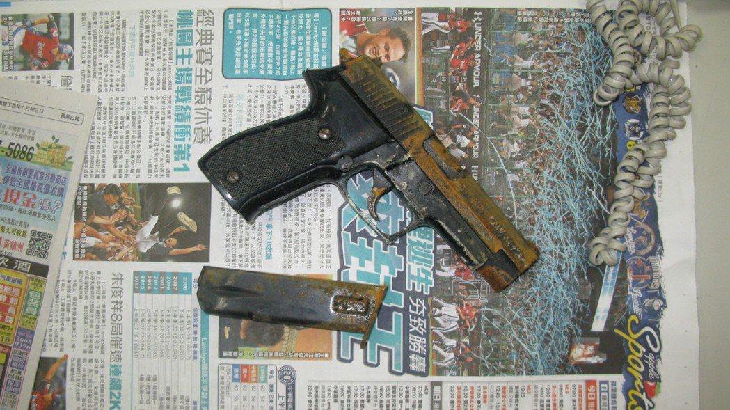 林嫌作案後逃往新竹,把槍枝丟入大排內。記者江孟謙/翻攝