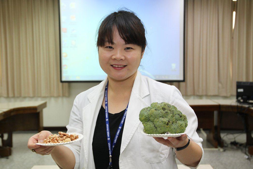 中國醫藥大學兒童醫院兒童心智科醫師張倍禎說,多補充魚、花椰菜、堅果類和魚油等富含...